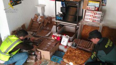 Desarticulada una fábrica clandestina de tabaco en Huelva que operaba en todo el Territorio Nacional