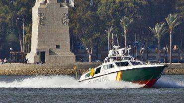 La Guardia Civil rescata a un varón que se había caído de su kayak en la ría de Huelva