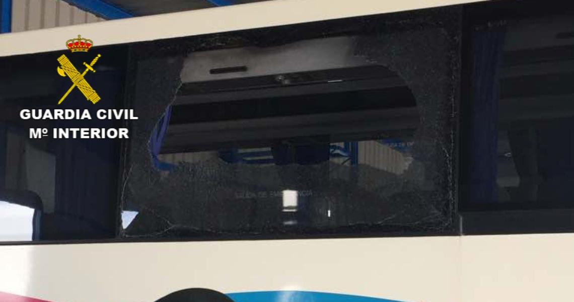La Guardia Civil ha detenido a los dos varones que lanzaron piedras contra un autobús escolar en  Lepe