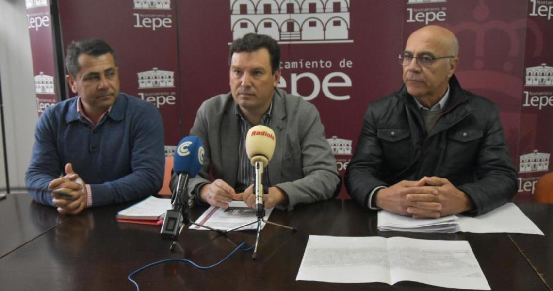 El Ayuntamiento de Lepe presenta el Plan de  Asfaltado de calles para 2017