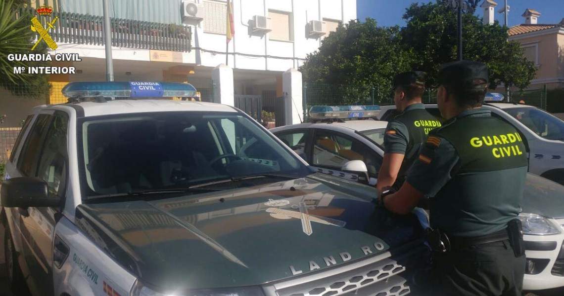 La Guardia Civil ha detenido a tres varones en relación con el robo perpetrado en el día de ayer en una sucursal bancaria de la localidad de Lepe