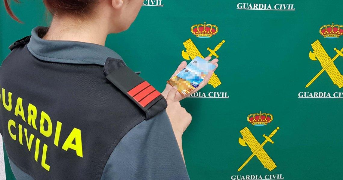 La Guardia Civil detiene a una persona por sustraer en viviendas tarjetas de créditos y teléfonos móviles en El Rompido