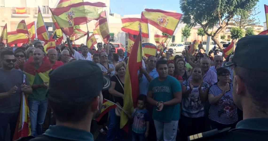 Vecinos de Lepe muestran su apoyo a la Guardia Civil