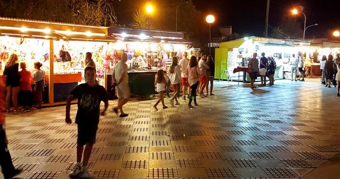 La Asociación de Comerciantes de la Plaza de las Carabelas preocupada ante la proximidad del verano y la situación del Mercado