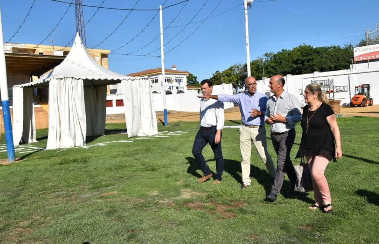 El Alcalde supervisa las instalaciones del recinto ferial