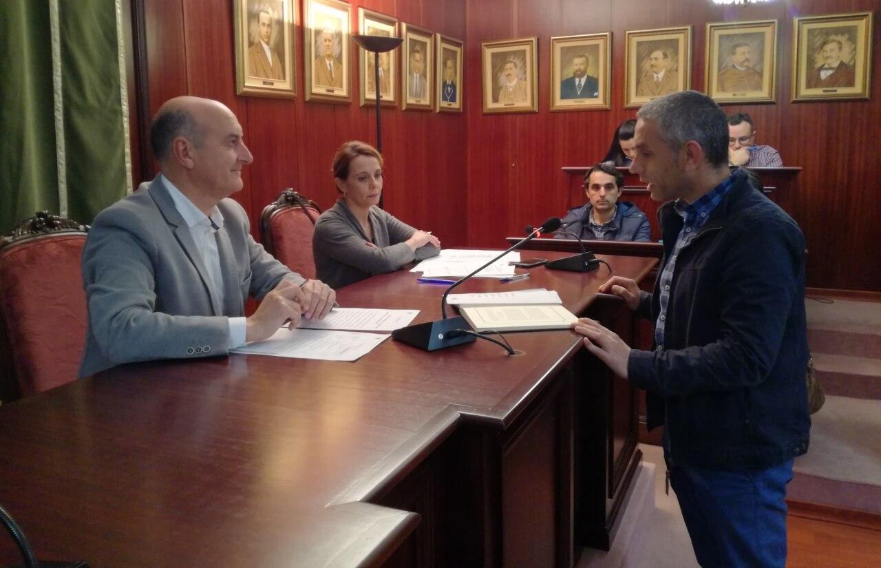 Ángel Oria toma posesión como nuevo concejal del Ayuntamiento de Lepe