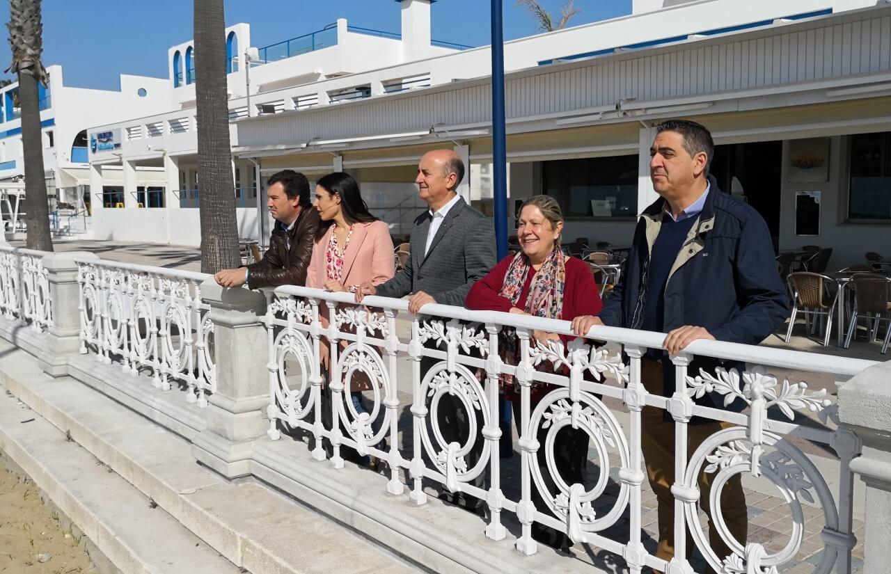 El Alcalde de Lepe visita el Paseo de Donostia en La Antilla
