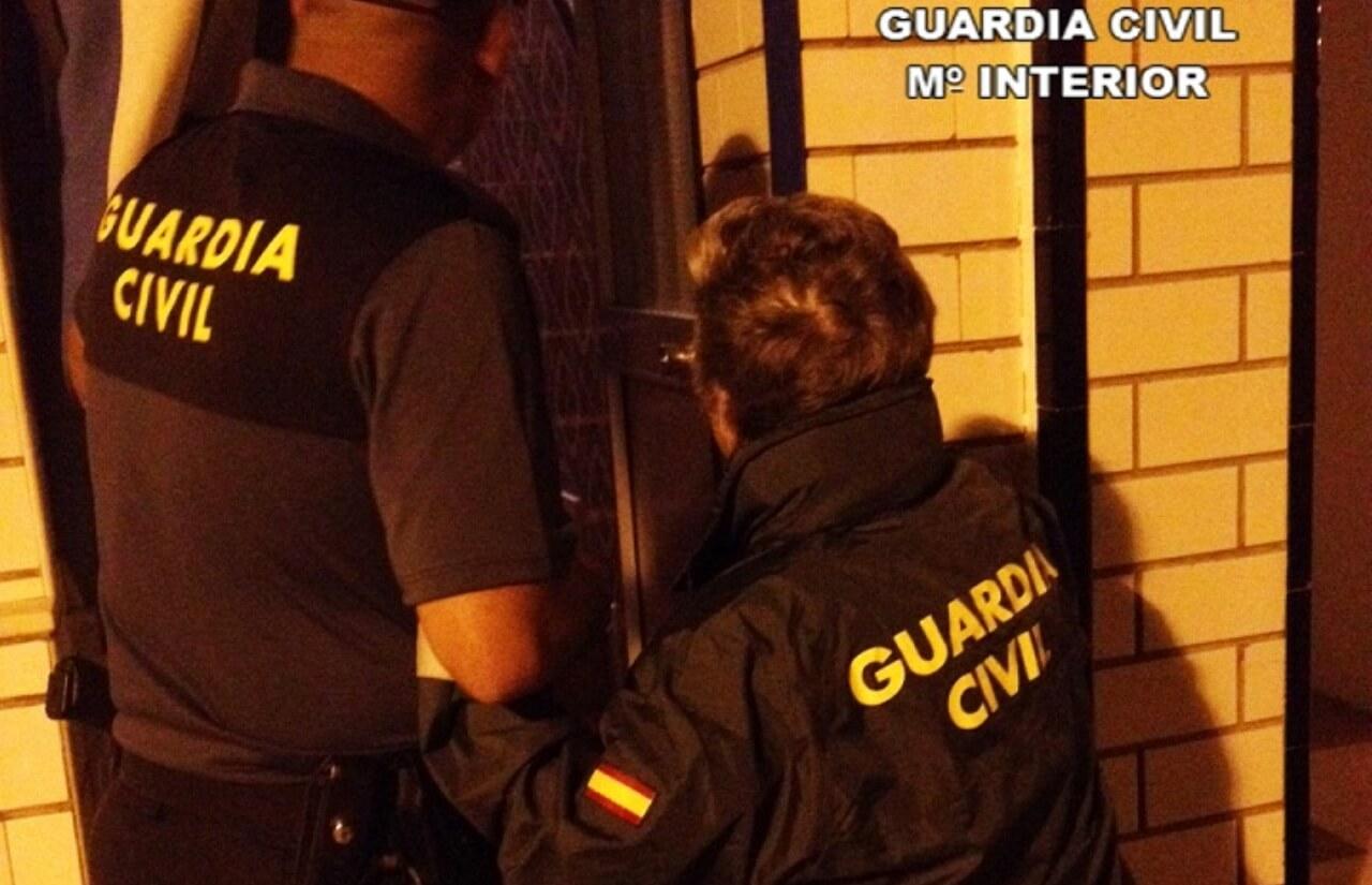 La Guardia Civil detiene a una cuidadora de una anciana de 91 años la cual le hurtó dinero en varias ocasiones mientras dormía en la localidad de Isla Cristina