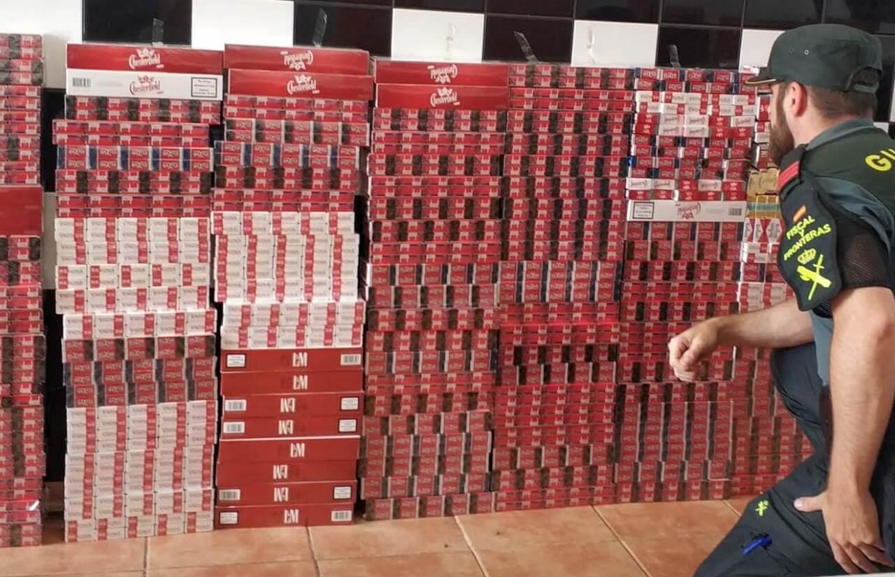 La Guardia Civil interviene una gran cantidad de cajetillas de tabaco de contrabando en la localidad de Isla Cristina