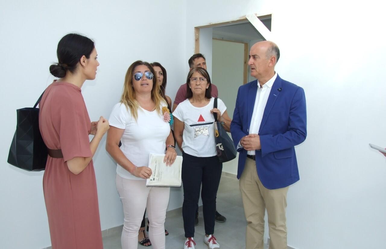 El Alcalde de Lepe visita la nueva Alcaldía de Barrio de Las Moreras con motivo de la finalización de las obras de reforma