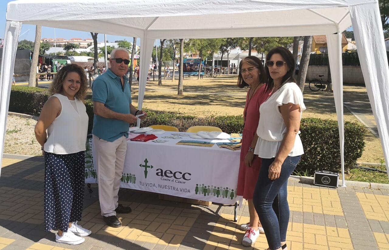 La Asociación Española Contra el Cáncer promociona su campaña de prevención del cáncer de piel en La Antilla
