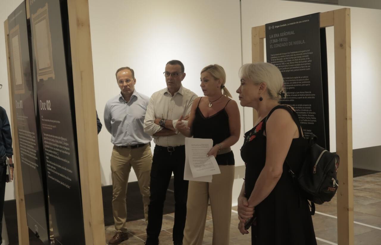 Caraballo inaugura la exposición 'Origen Condado', un recorrido histórico sobre la creación de la comarca