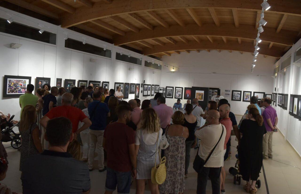 El Taller Municipal de Fotografía clausura con «Buscando la Luz» el verano cultural en «Los Álamos»