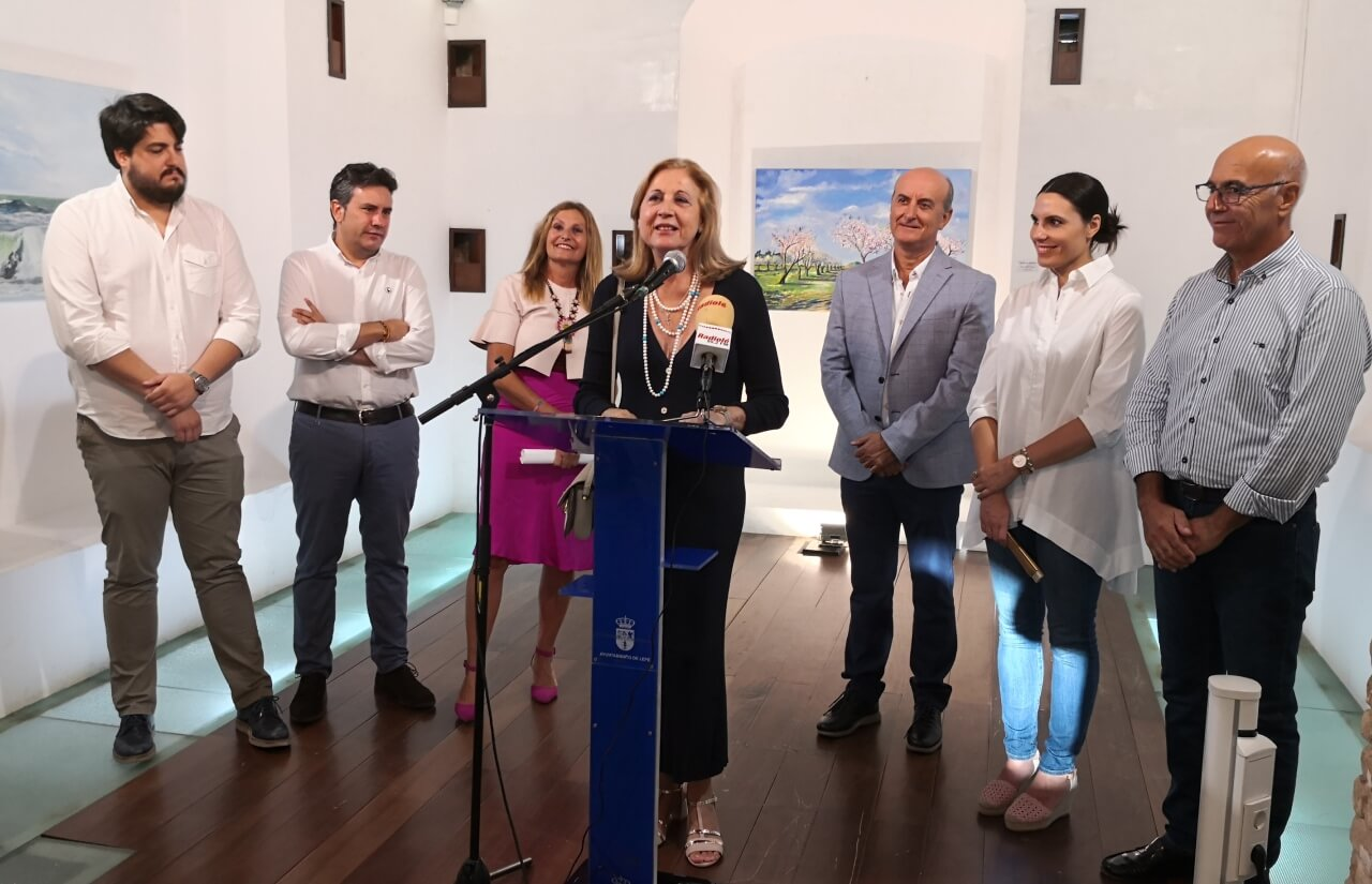 La exposición de pintura «Naturalezas» de Manuela Gómez inaugura la temporada cultural de otoño en la Capilla San Cristóbal de Lepe