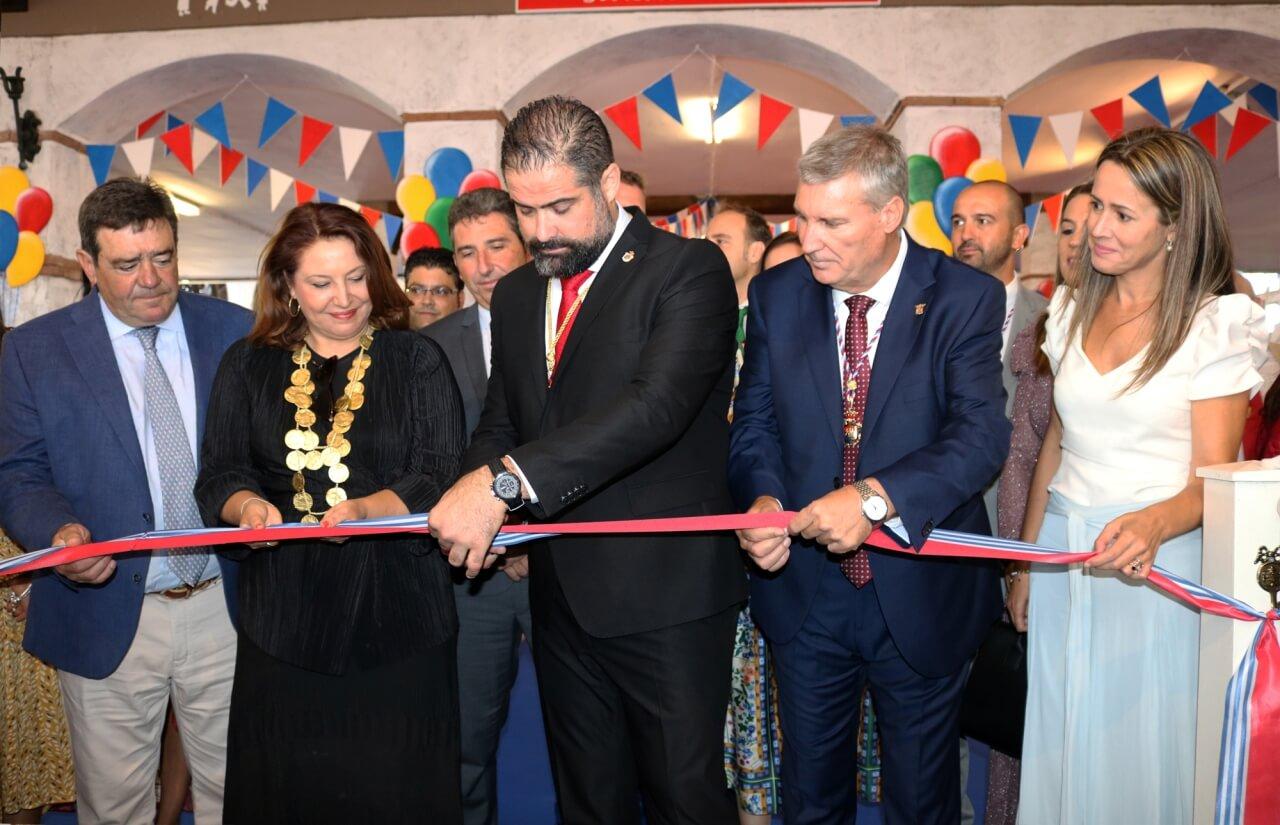 La Consejera de Agricultura inaugura la Feria de Octubre de Cartaya y destaca su oferta comercial y ganadera