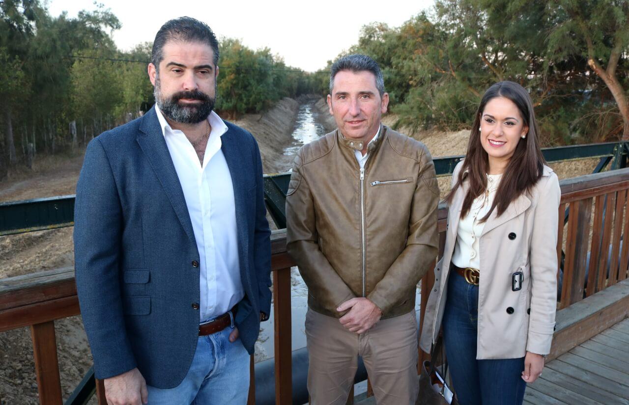 La Junta de Andalucía limpia el arroyo de Cañada de Hornos en Cartaya para evitar inundaciones