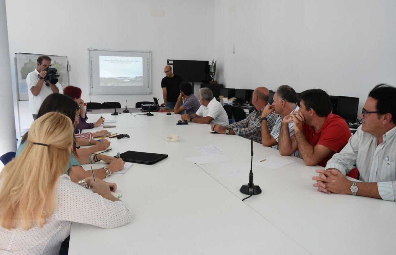 Lepe acoge una mesa de participación social para la elaboración del Catálogo de Paisajes de la Provincia