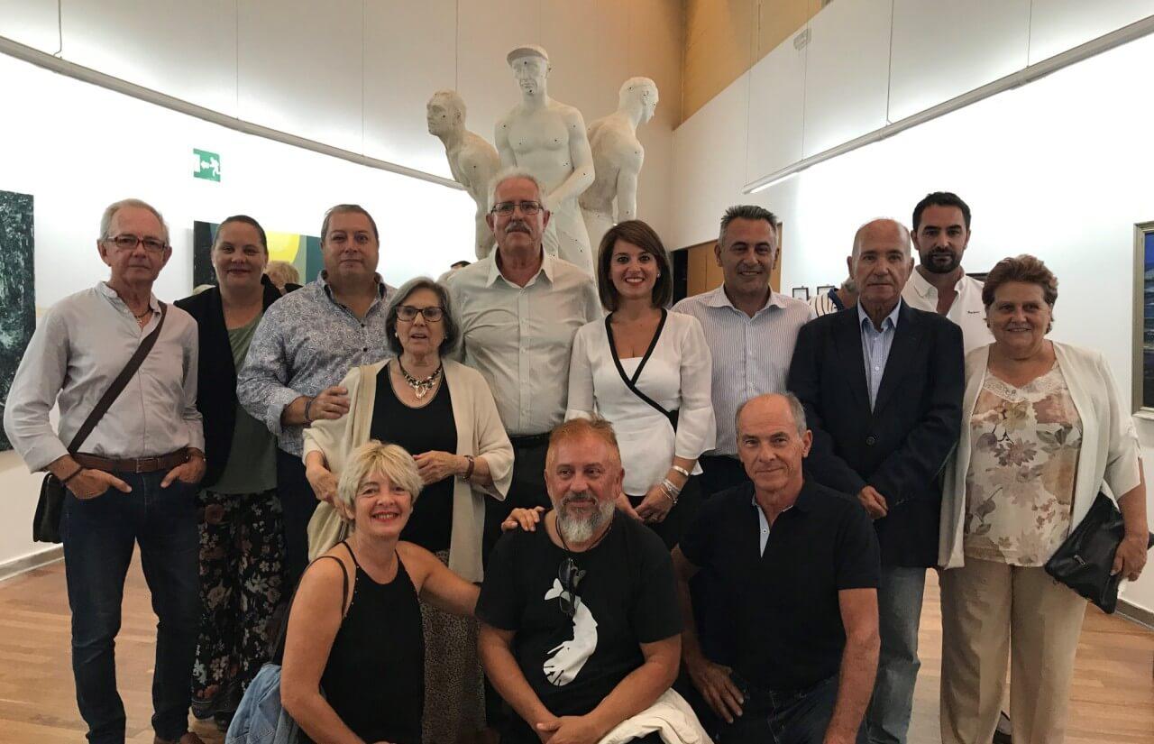La Galería Municipal de Arte Charo Olías se llenó para homenajear al artista isleño Carlos Silva