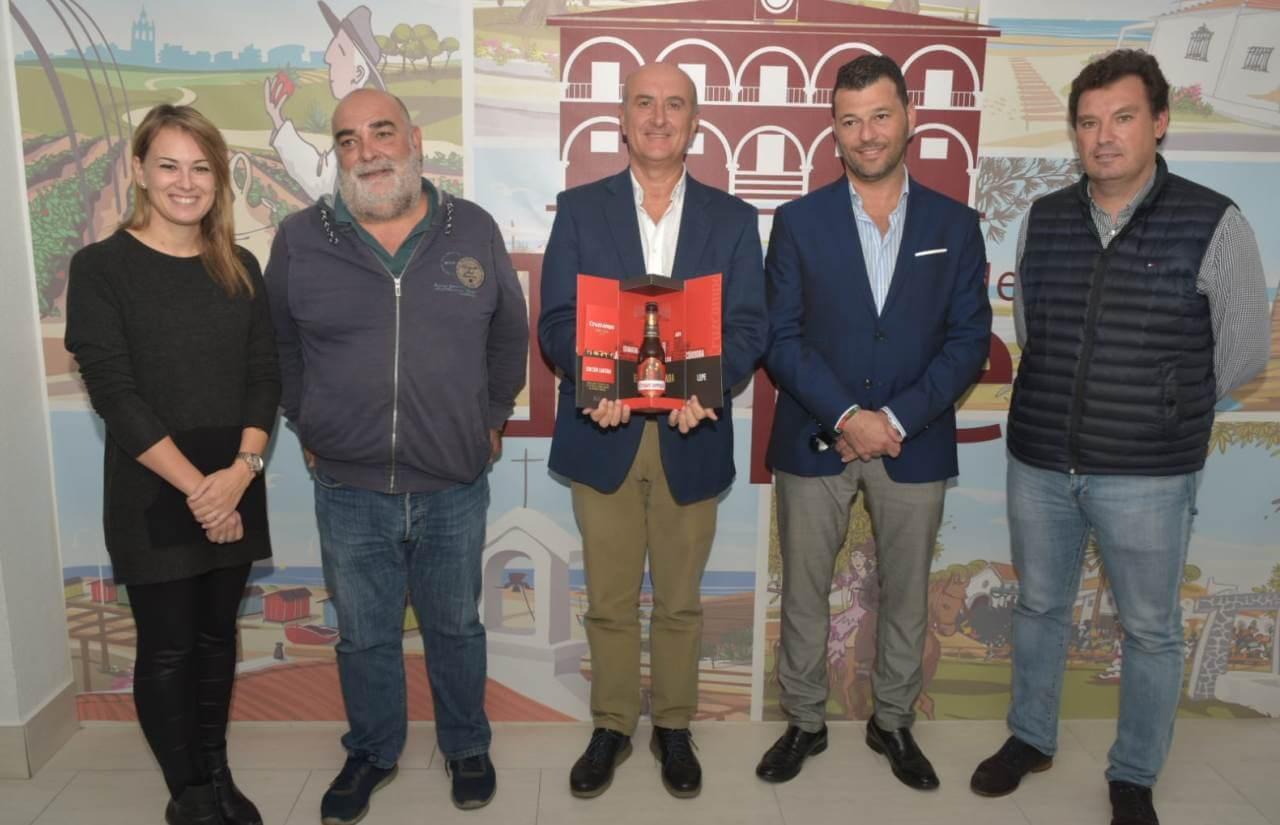 Cruzcampo Especial rinde homenaje a Lepe con una edición limitada dedicada a la ciudad