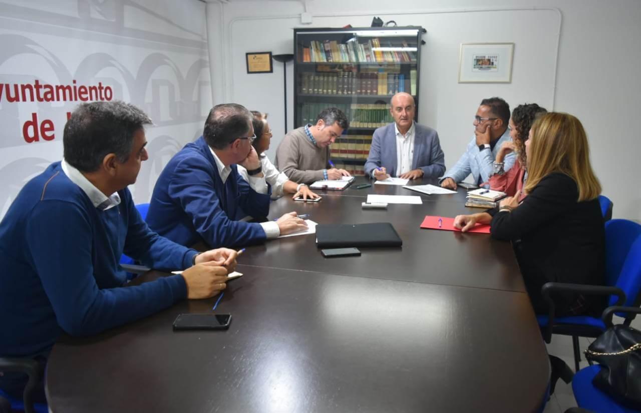 Ayuntamientos de la Costa Occidental de Huelva mantienen un encuentro para abordar la reubicación de los inmigrantes afectados por el incendio