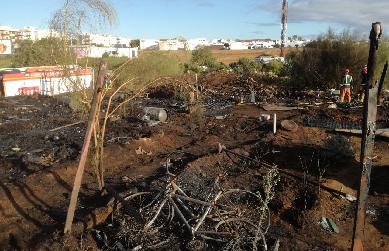 Enésimo incendio en el poblado chabolista del Cementerio Municipal de Lepe