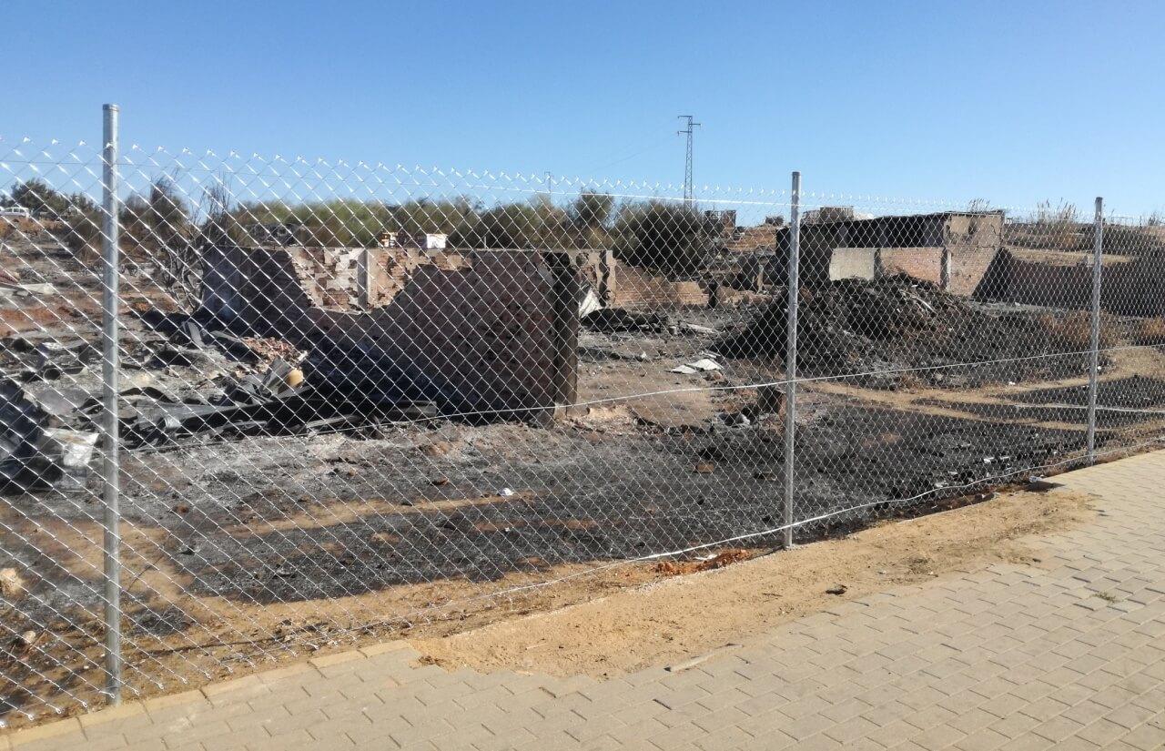 Se continúa trabajando en la reubicación digna de los afectados por el último incendio en el asentamiento chabolista
