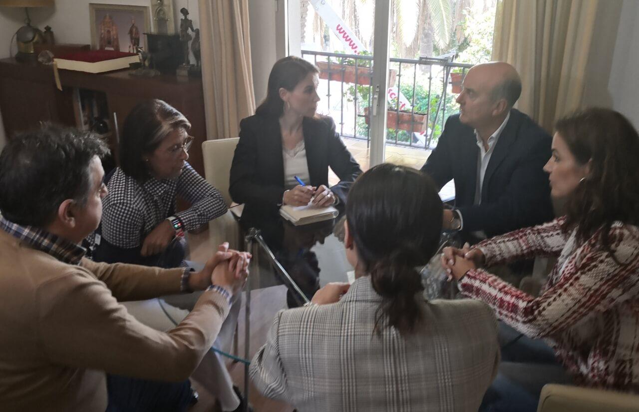 Alcalde y Directora General de Políticas Migratorias mantienen un encuentro para abordar la situación de los inmigrantes afectados por el incendio