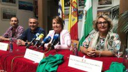 Las autoridades junto a la presidenta de la Asamblea Local y el representantre de la Red de Asociaciones en la presentación