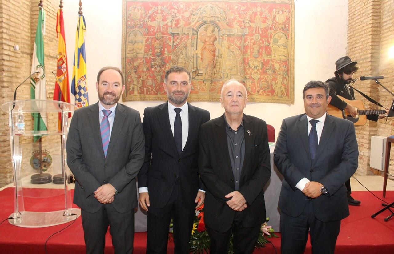 Alfonso Alegre recibe el Perejil de Plata de la Fundación Zenobia-JRJ en el 63 aniversario de la concesión del Nobel