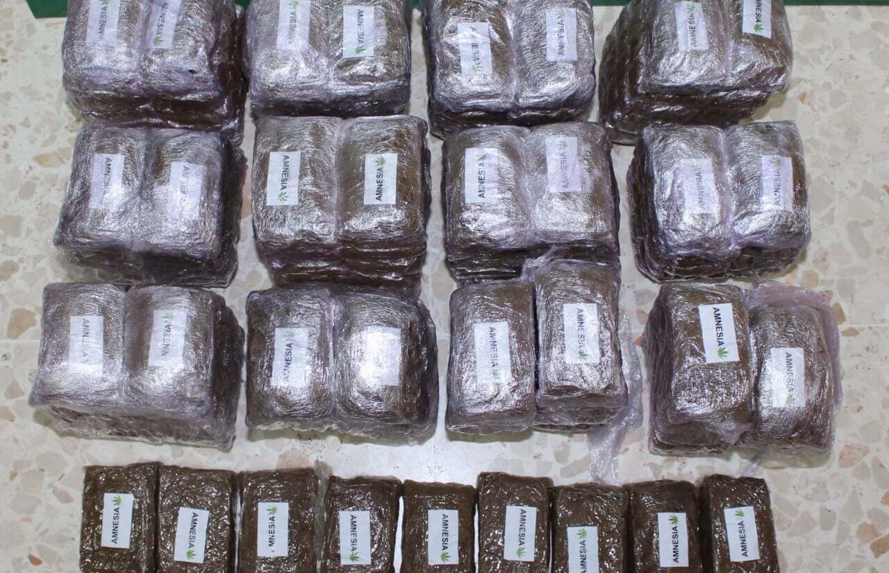 La Guardia Civil localiza 14  kg. de hachís en el maletero de un vehículo