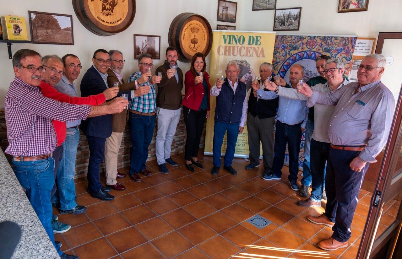 Diputación entrega 47.500 euros a la Cooperativa de Chucena para la sustitución de depósitos y mejora del centro de visitas