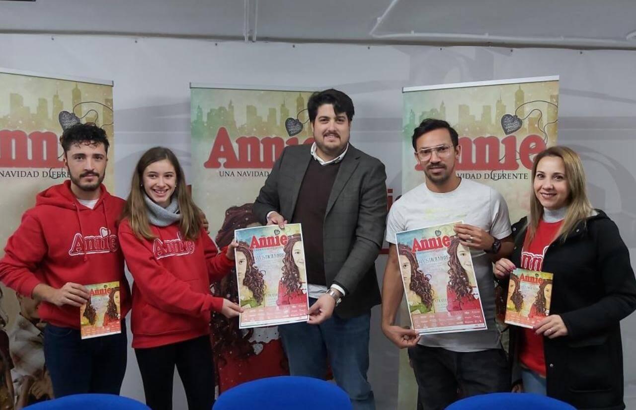 El Teatro Municipal de Lepe ofrece este fin de semana el musical «Annie, una navidad diferente» a cargo de la Asociación Intercultural «La Fábrica»