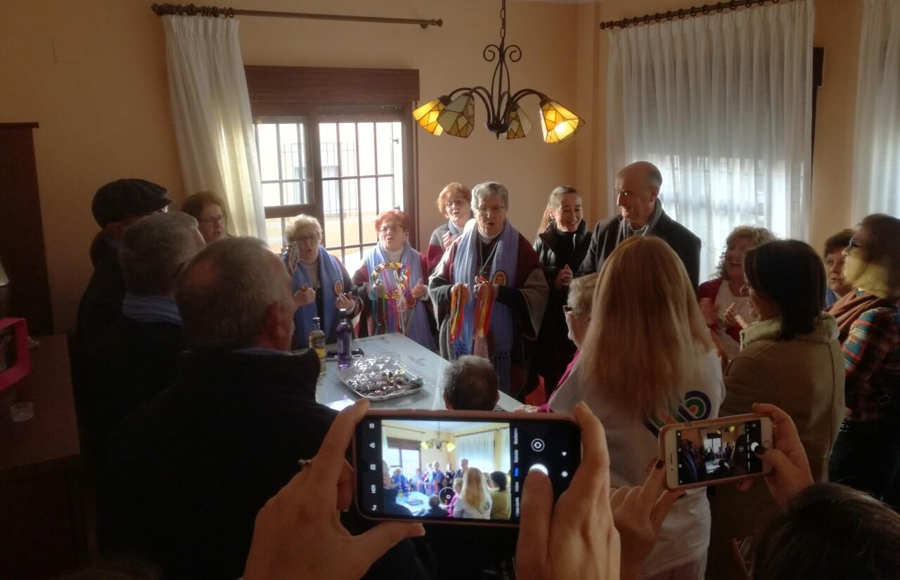 El Coro de Mayores Sta. María de la Bella visita a los usuarios de ADL