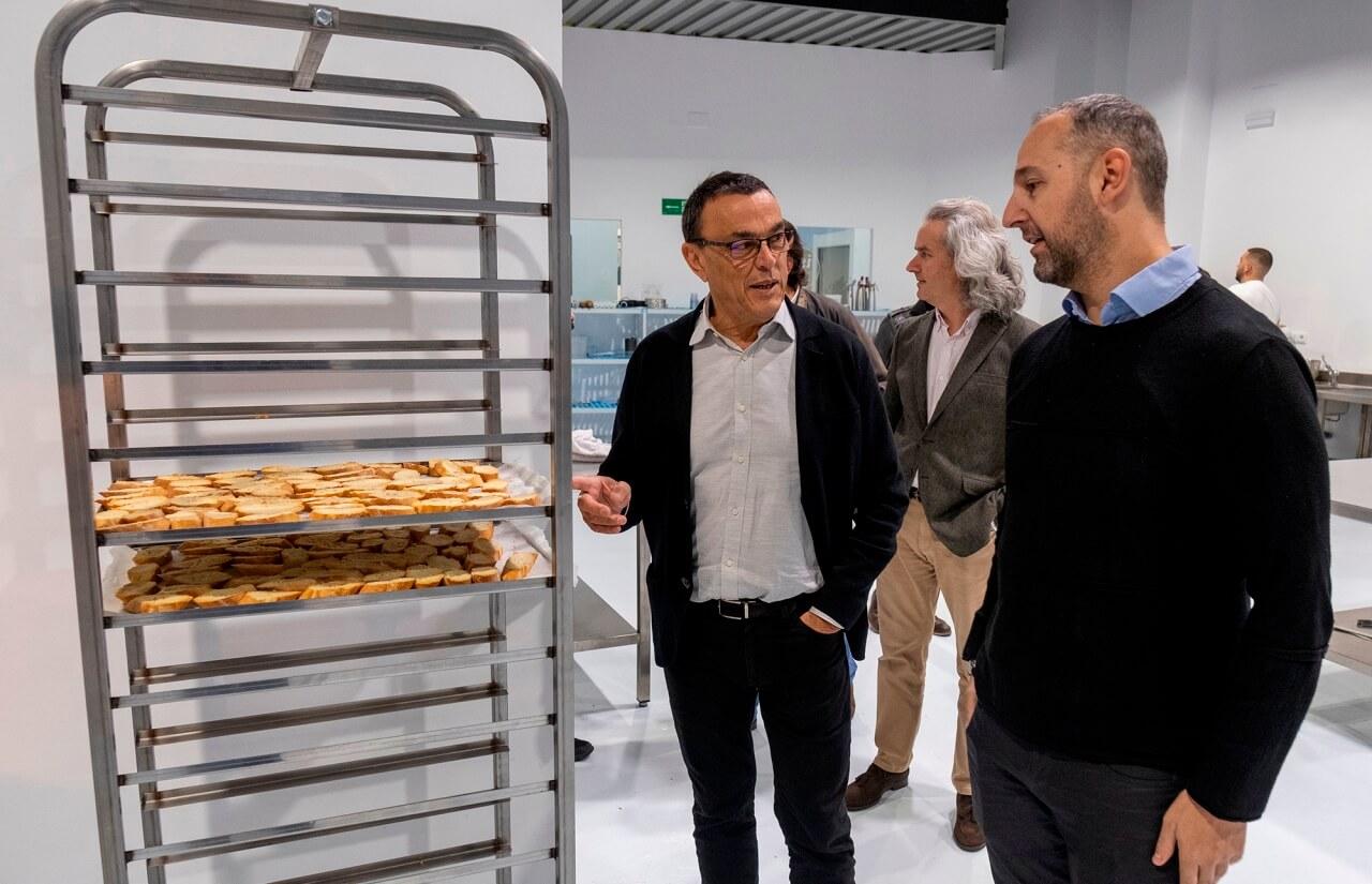 Caraballo visita las instalaciones del Instituto Superior de Gastronomía de Huelva, cantera de profesionales en el sector
