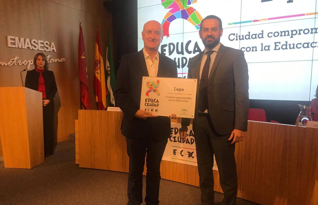 Lepe recibe el premio «Educaciudad 2018» por el compromiso del Ayuntamiento con la educación