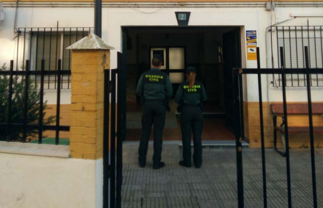 La Guardia Civil ha procedido a la detención de un varón por varios robos en establecimientos de Isla Cristina