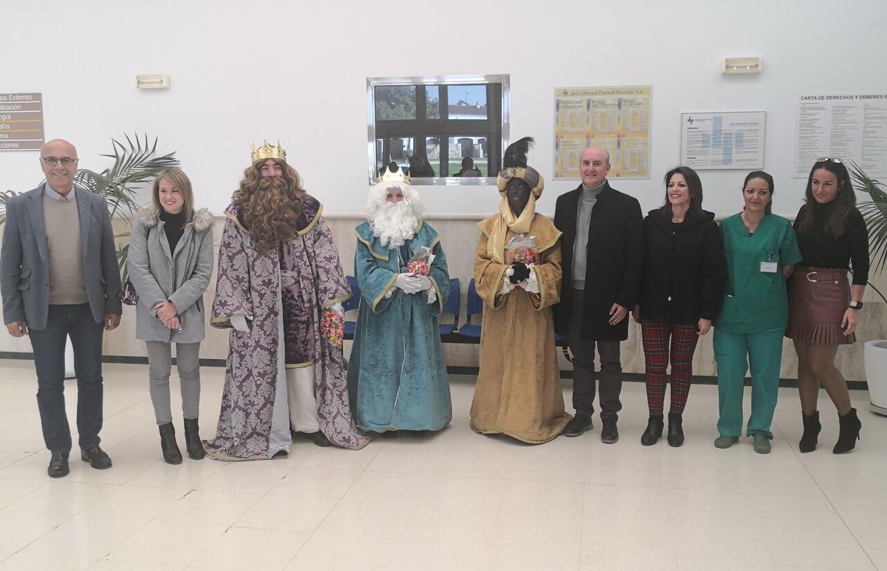 Los Reyes Magos visitan el Hospital Virgen Bella de Lepe