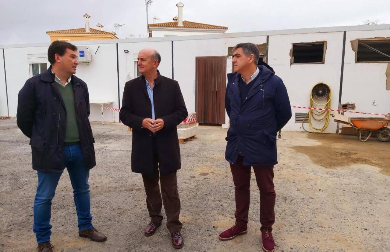 El Alcalde visita las obras de adecuación y reforma de dependencias del cuartel de la Guardia Civil de Lepe