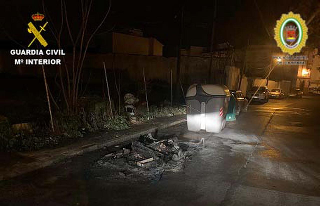 La Guardia Civil y la Policía Local detienen a dos menores implicados en la quema de contenedores en la localidad de Cartaya