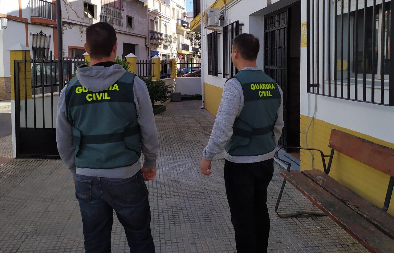 La Guardia Civil detiene a un varón y una mujer, en la localidad de Isla Cristina por diversos robos