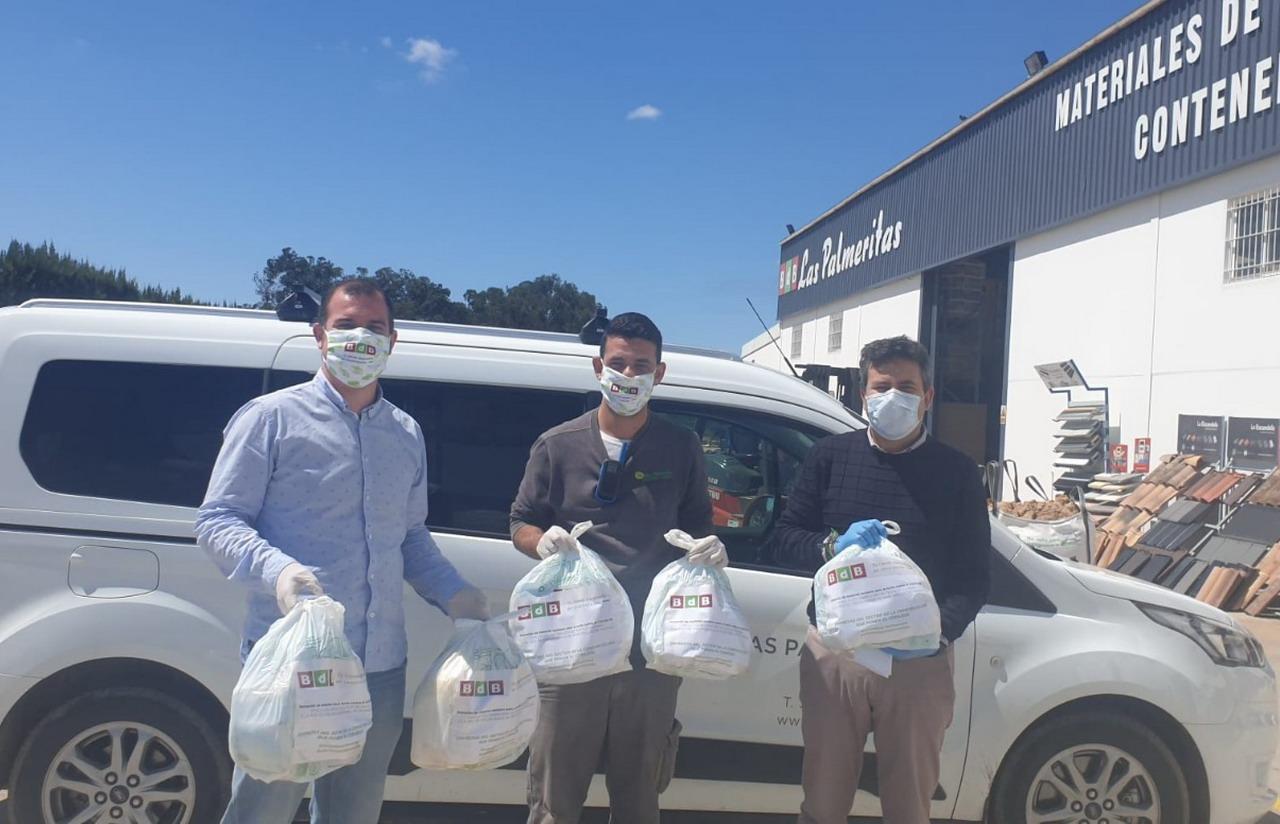 BdB Las Palmeritas entrega al Ayuntamiento de Lepe más de 700 mascarillas para la lucha contra el COVID19
