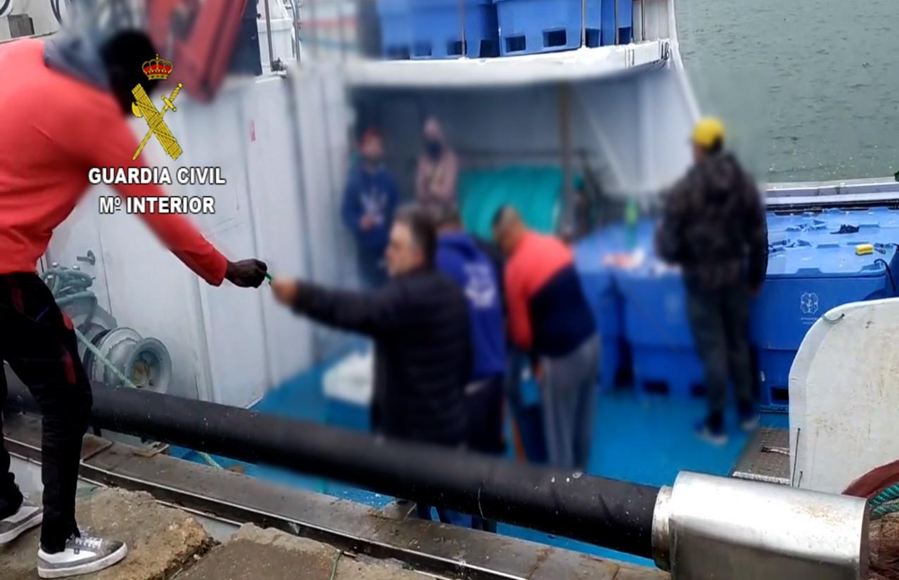 La Guardia Civil identifica a una multitud de personas en Isla Cristina mientras realizaban una barbacoa durante la vigencia del Estado de Alarma