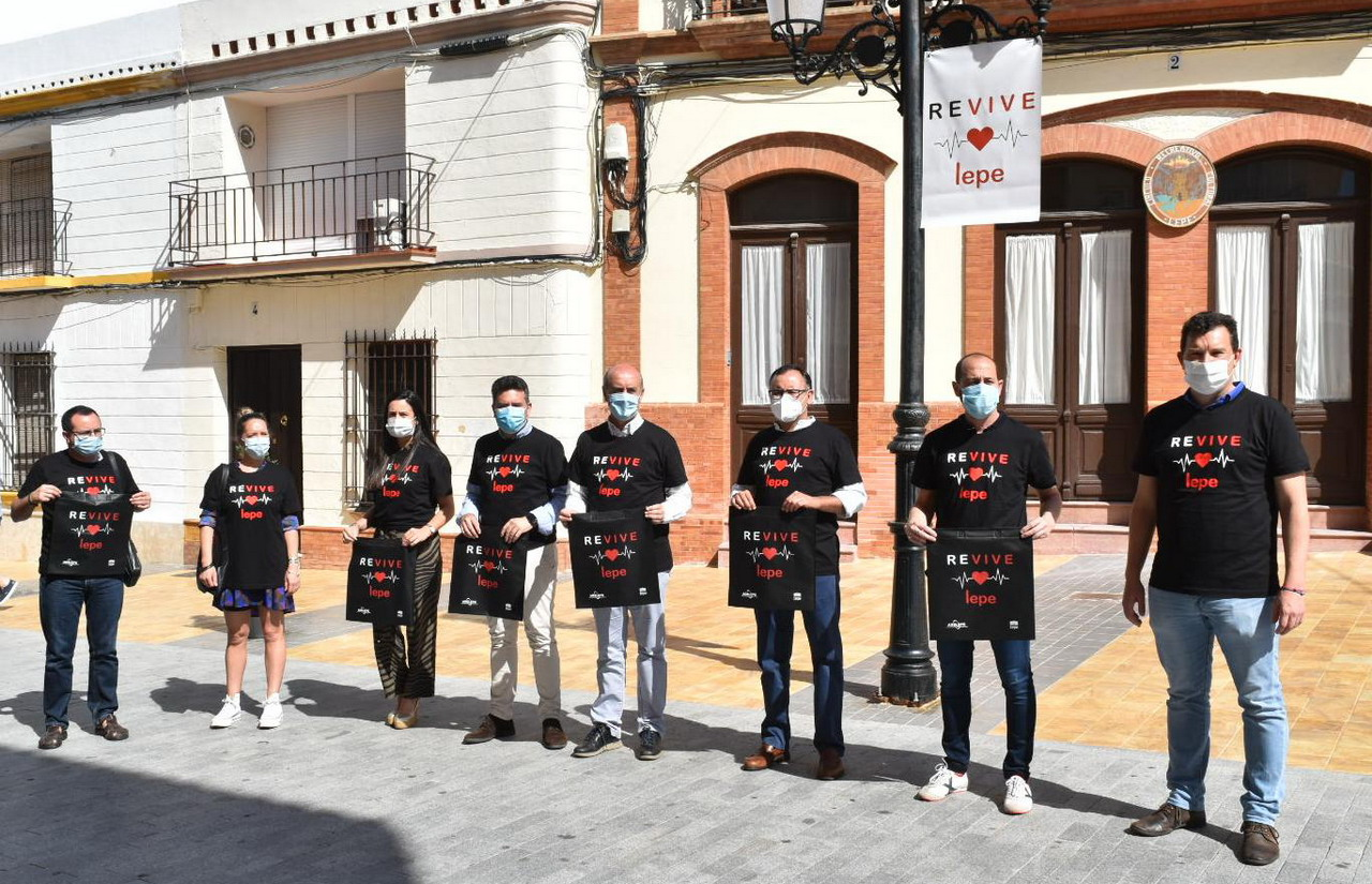 Ayuntamiento, AGELEPE y empresarios presentan la campaña «Revive Lepe» de promoción del comercio local