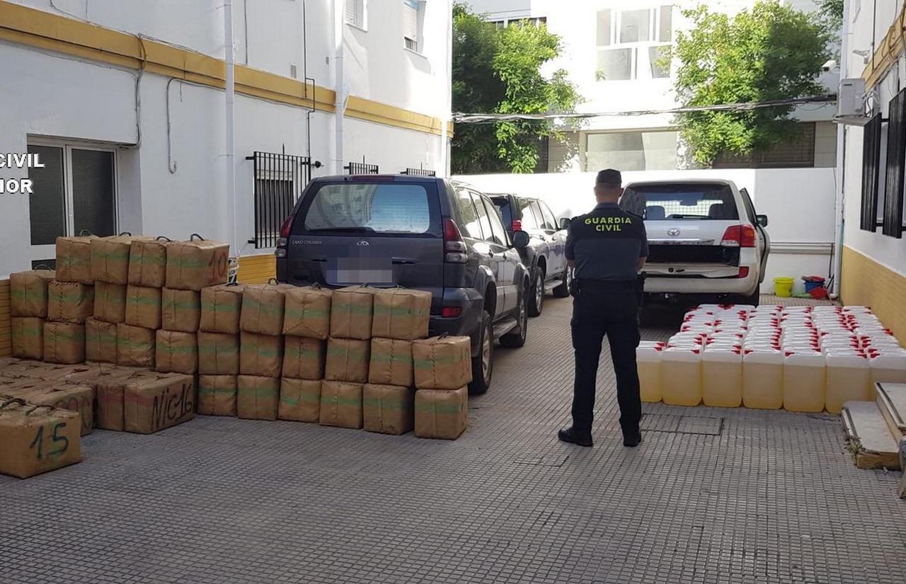 La Guardia Civil y Policía Local de Isla Cristina frustran un alijo de hachís en la localidad