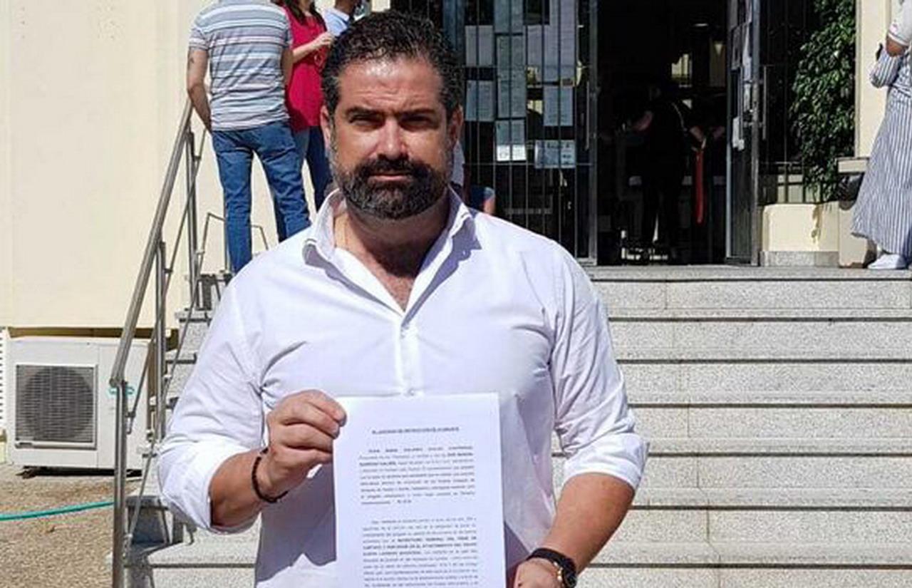 Manuel Barroso, Alcalde de Cartaya, se querella contra el líder de la oposición por un presunto delito de cohecho