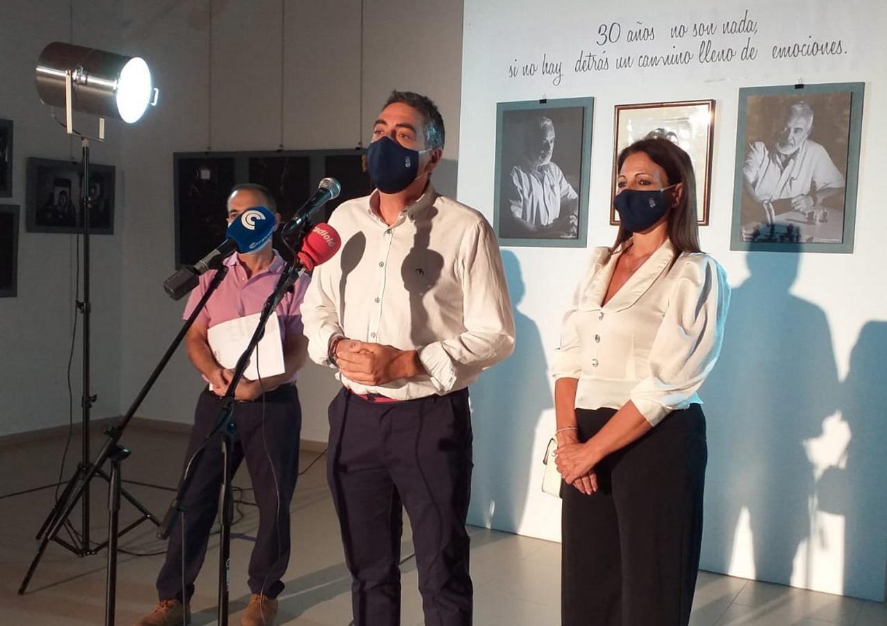 """El centro cultural """"LOS ÁLAMOS"""" de La Antilla acoge la exposición """"RADIOGRAFÍAS PERSONALES"""" del taller municipal de fotografía"""