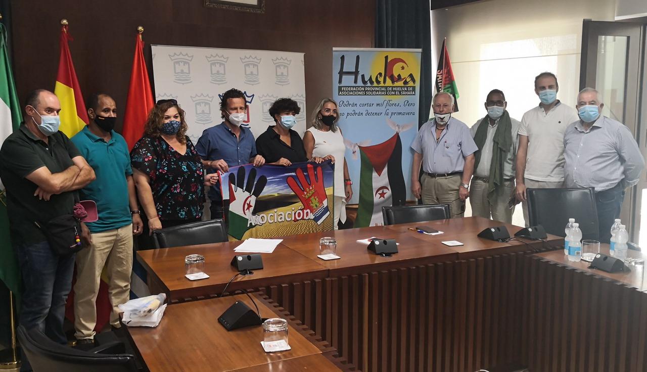 El Ayuntamiento de Cartaya entrega una subvención a la asociación «Amigos del pueblo Saharaui»