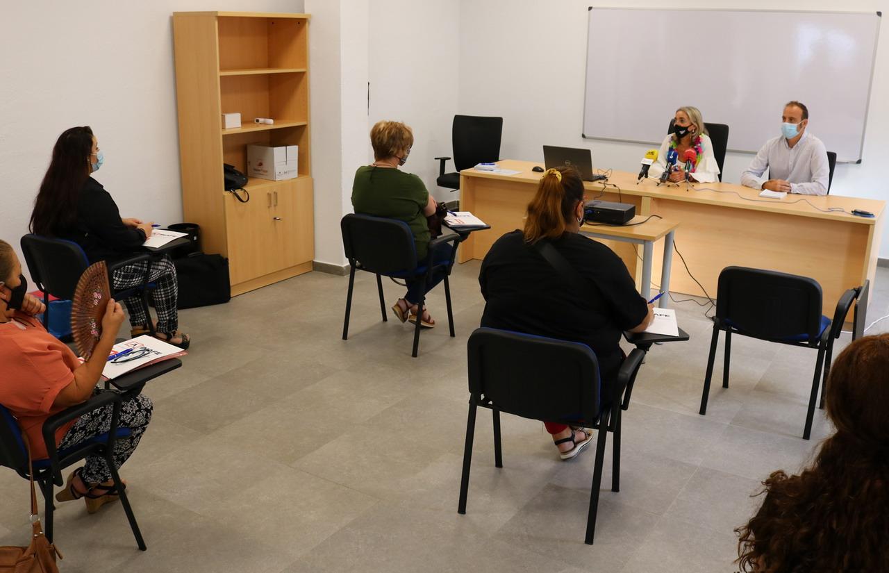 El Ayuntamiento de Cartaya forma a una veintena de personas para poder acceder a un empleo de Ayuda a Domicilio