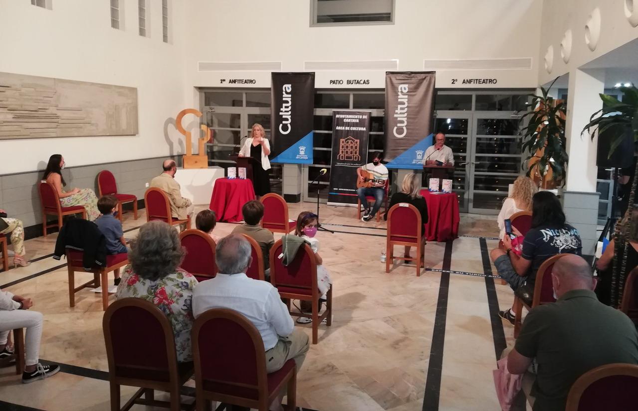 Nuria Bayo presenta en Cartaya su libro 'Jarana'