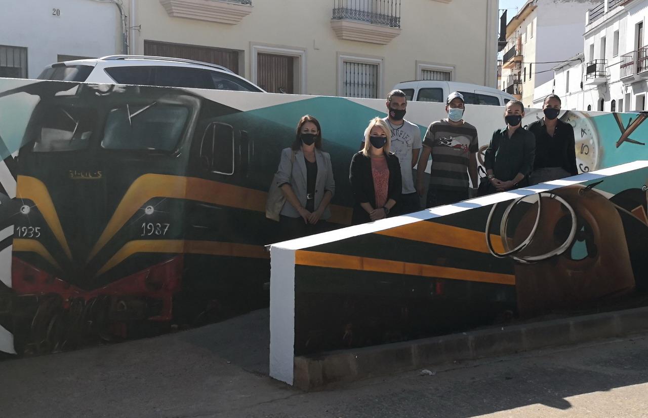 Jacobo Palos y Álvaro Redondo plasman su diseño de muralismo urbano en el entorno de la vía verde de Lepe en el marco de la Semana de la Juventud 2020